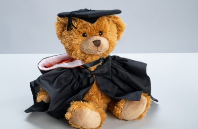 Some memorable graduation day gifts to your child